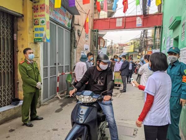 Chốt kiểm tra phòng dịch tại ngõ 132 đường An Đà, quận Ngô Quyền